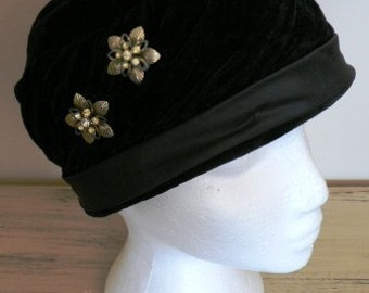 sale 20% off all vintage hats ... BLACK VELVET JEWEL clipped lovely Vintage Hat ...