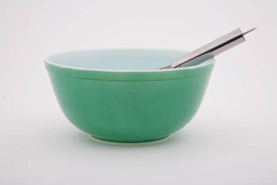 Vintage Pyrex Mixing Bowl - Green - Primary Colors - 2 Quart