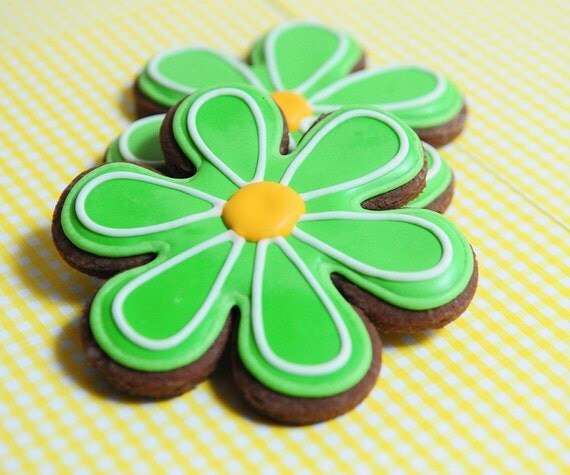 Flower Favors / Gifts for Mother's Day / Flower Power / Luau Party Favors / 70s Party Favors / Daisy Sugar Cookies - 12 cookies