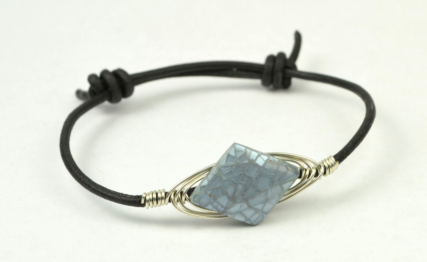 adjustable leather bracelet with blue mosaic of pearl
