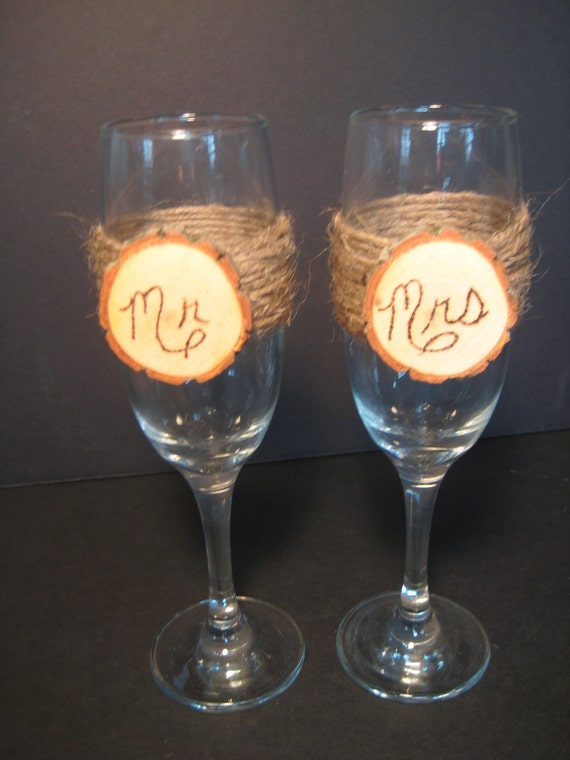 Rustic Champagne Glasses, Log Slice Champagne Glasses, Wedding Glasses, Champagne Flutes, Rustic Wedding, Toasting Glasses, Mr and Mrs