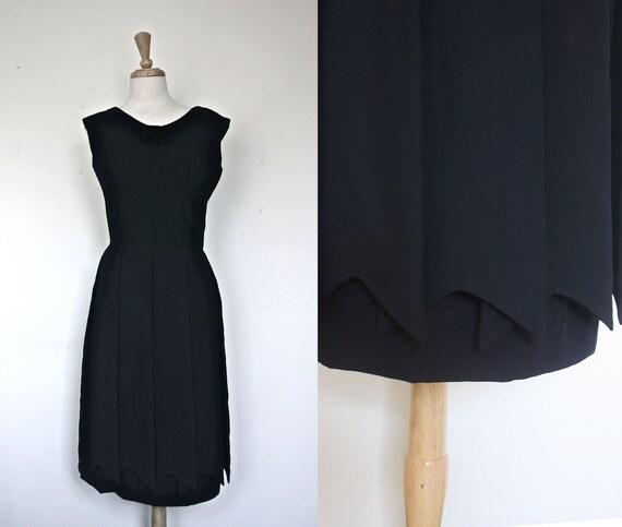 1950s Dress / Little Black Dress / Hourglass Size: S/M / Spring Fashion