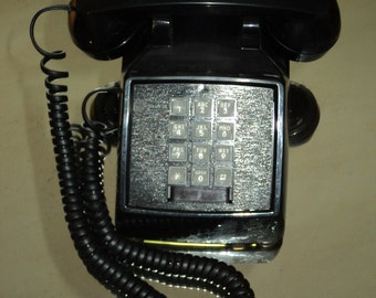 Vintage Telephone, A BLACK TOUCHTONE TELEPHONE, Touch Tone phone in Vintage Condition