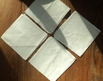 4 Vintage Embroidered White Linen Napkins, White on White Napkin Set with hand sewn Art Nouveau Design in Very Good Condition