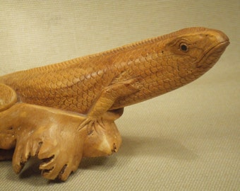 Wood lizard carving - hand carved lizard