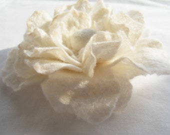 Felt Flower Brooch Flower Pin Brooch White or Hair Flower Hair Clip Wedding Bridesmaid ideal Gift for her mom
