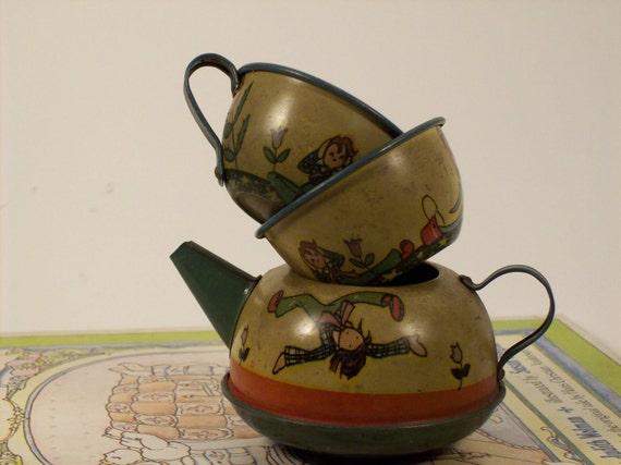 Ohio Art 1930s tea set--cottage chic--country chic--beachy