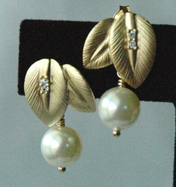 Swarovski Crystal  Pearl Gold   Leaves Ear Post  Earrings