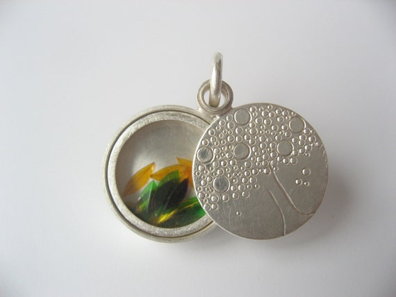 Locket with mineral glass, Sterling silver, diameter 15mm, 4,5mm high, design tree, filled with colorful leaves