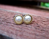 Pearl Daffodil Flower Stud Earrings. Great for Wedding. Bridesmaids.