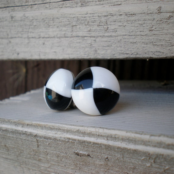 Black and White Checker Board Stud Earrings. Vintage Lucite Cabs.