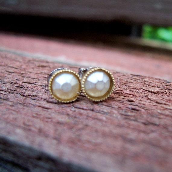 Pearl Daffodil Flower Stud Earrings. Great for Wedding. Bridesmaids.