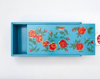 ROSAS - light blue slide top lid pencil box