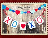 xoxo Banner: Valentine's Day, Photo Prop, Mantle Decor, Wall Decor or on bookshelves (can customize colors)