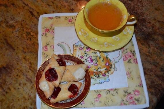 Pair of Holiday Housewarming Gift Mug rug Coaster Table Topper Candle Mat Yellow Teapot