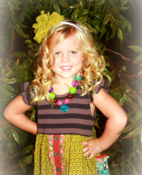 Miss Jane is an Adorable Chunky Bubblegum style Necklace with Jewel Pendant