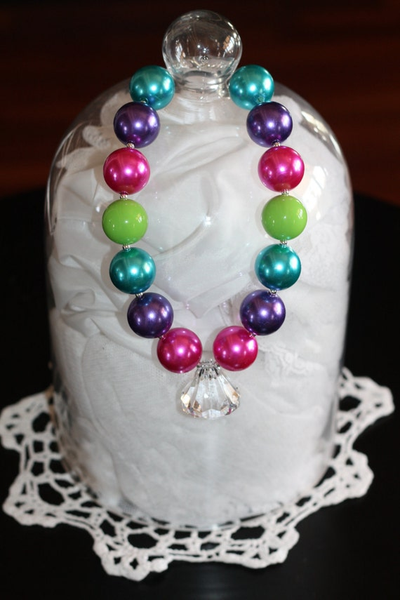 Colorful Vintage is an adorable Chunky Pearl Necklace with Jewel Pendant