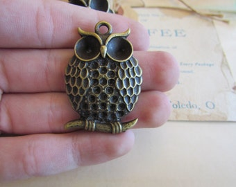 5 Owl Pendants - Antique Bronze - 42x29mm - Ships IMMEDIATELY  from California - BC50a