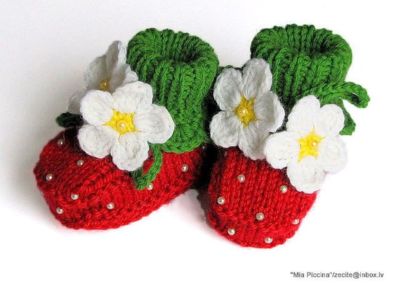 Knit Baby booties Red Strawberry  , baby girls shoes  , knitted baby shoes  handmade