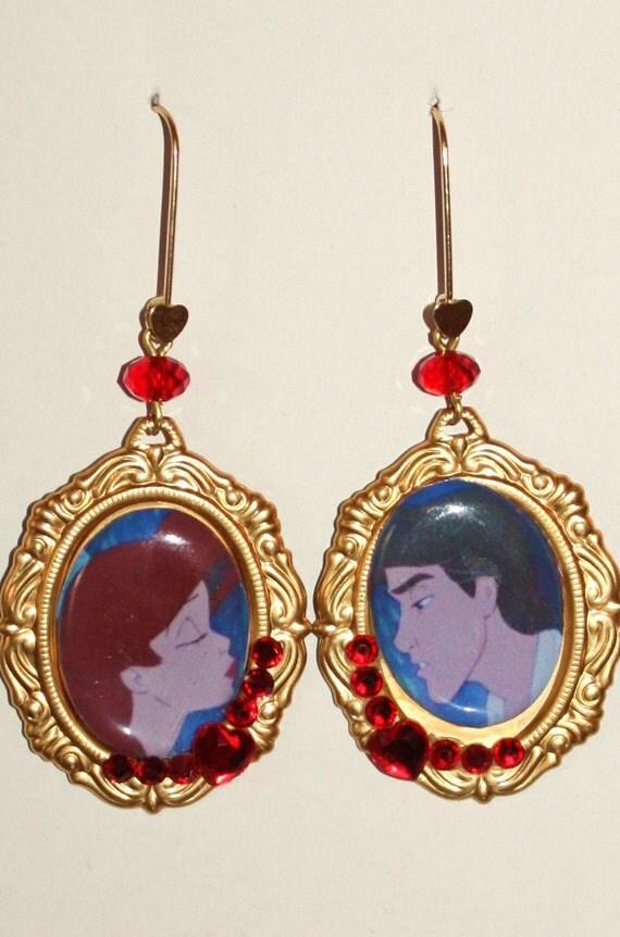 Kiss the girl earrings