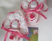Crochet baby booties. Pink flower crocheted baby girl booties. Crochet newborn booties. Newborn summer shoes. Crochet baby girl booties