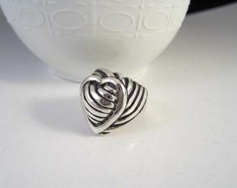 Beautiful Vintage Sterling Silver Heart Shape Swirling Weave Ring Size 6 1/2
