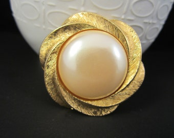 Classy RICHELIEU Faux Mother of Pearl Gold Tone Brooch