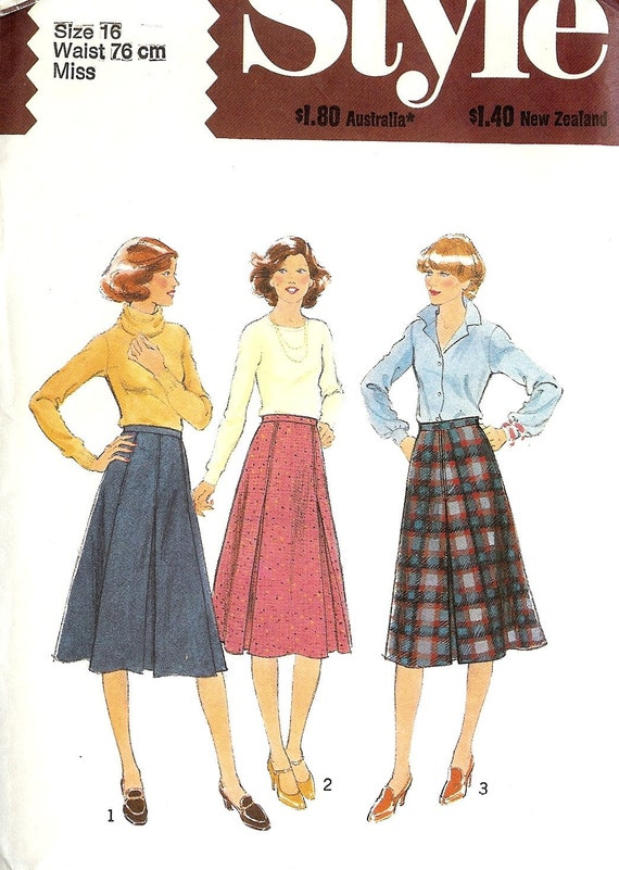 SALE PATTERN Skirt Knee Length pleated front Style 2407 Size 16