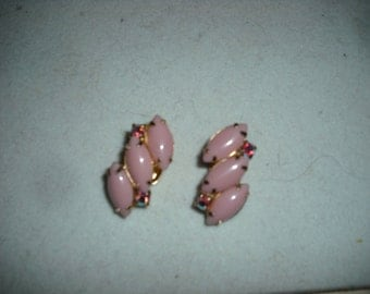 Vintage MARQUIS PALE PINK Beads Clip On Earrings