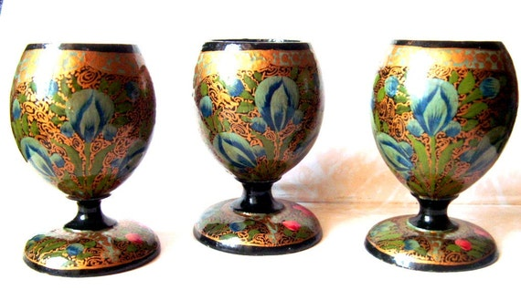 Lote of 3 Traditional Russian hand painted  lacquer Wooden Eggs cups KHOKHLOMA