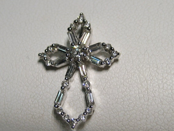 18k White gold Diamond cross pendant with round and baguettes.