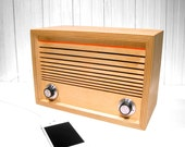 Ward Electric Maple52 desktop FM radio and MP3 player