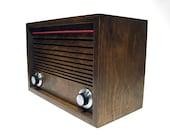 ward Electric Walnut52 desktop FM radio and MP3 player