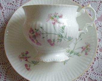 Hedgerow in Pink - Elizabethan China - 1980s Vintage - TEACUP & SAUCER - Bone China - Stoke-on-Trent, Staffordshire, England