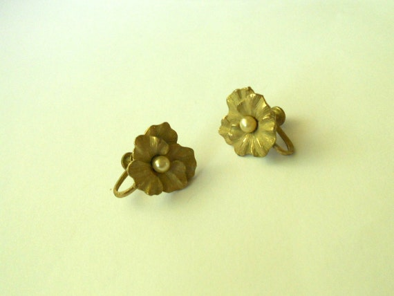 Vintage Faux Pearl Pansy Johnny Jump Up Gold Clip On Earrings