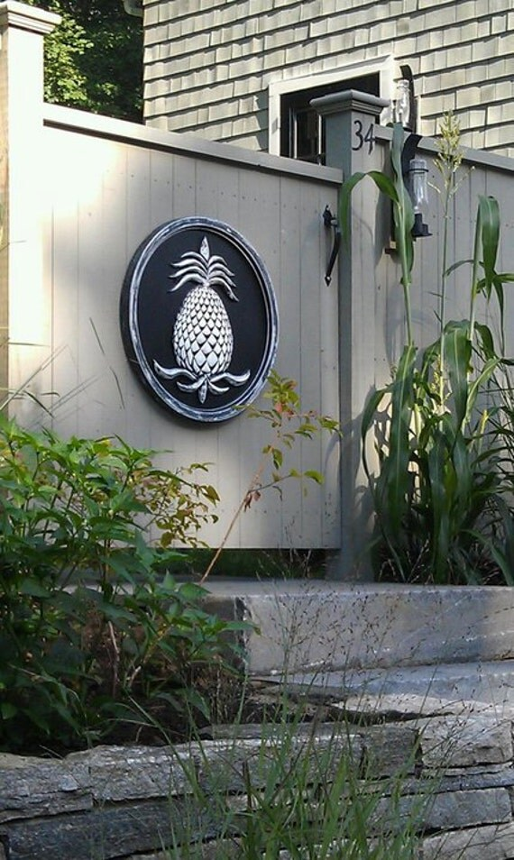 Garden wall art pineapples pineapple welcome sign pineapple for Pineapple outdoor decor