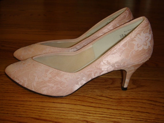 Light Pink Lace Kitten Heels by CurioVNTG on Etsy