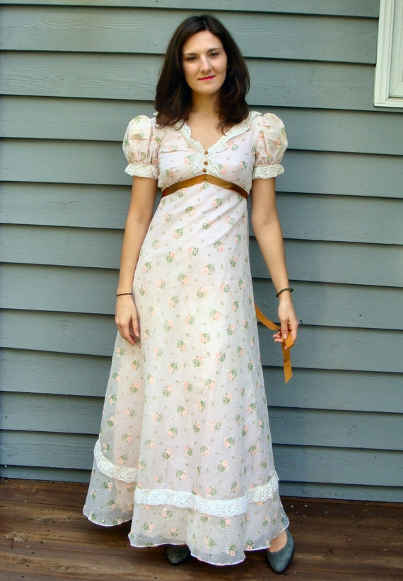 25% off, Moving Sale - Pink Floral Dress 70's Vintage - Lace & Polka Dots