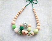 Green and white natural nursing necklace, ready to ship. Gift for her. Teething toy necklace.