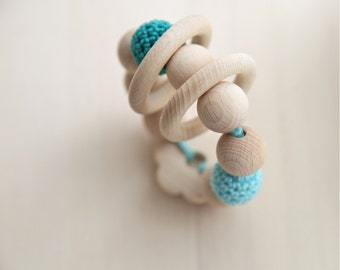 Summer flower toy. Teething toy with crochet wooden beads and 2 wooden rings. Mint green, jungle green wooden beads rattle.