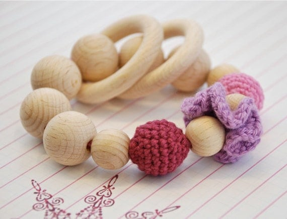 Teething toy with crochet wooden beads and 2 wooden rings. Pink, berry, old rose wooden beads rattle. For the little Princes.