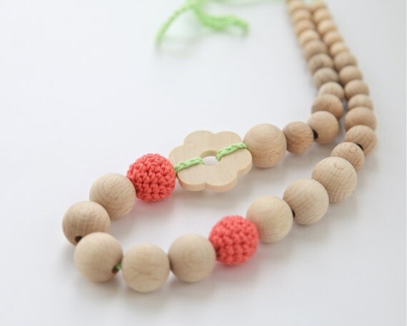 Summer flower. Coral and light green nursing necklace. Girls crochet necklace. Mammy and baby teething necklace.