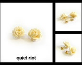 White Queen - Ivory White Roses With Gold Studs