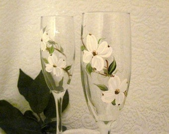 Free shipping Dogwood hand painted pair of champagne flutes
