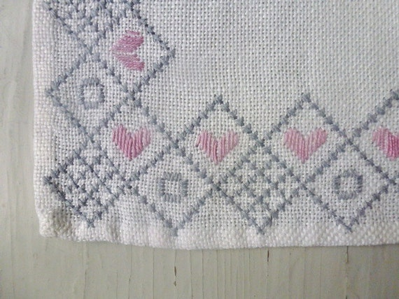 ON HOLD ///////////////// Vintage Swedish tablecloth / Small square with hearts