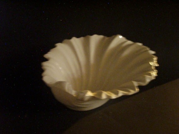 Decorative Ceramic Shell Bowl
