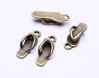 18mm Slippers charm - Beach pendants - antique brass - nickel free - lead free - 18mm x 7mm (511) - Flat rate shipping