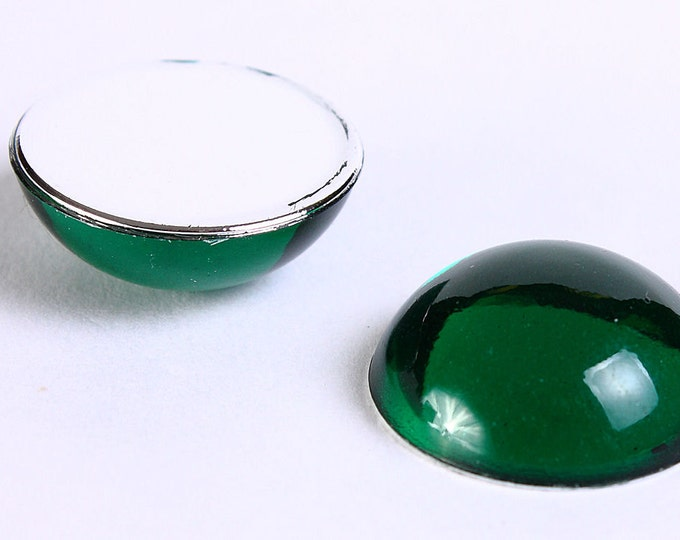 18mm Green cabochons - 18mm emerald round Cabochon with Silver Foil - 2 pieces (139) - Flat rate shipping