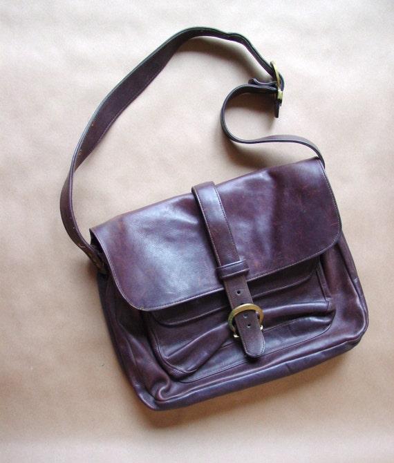 1960s/1970s vintage leather messenger bag / vintage distressed leather bag