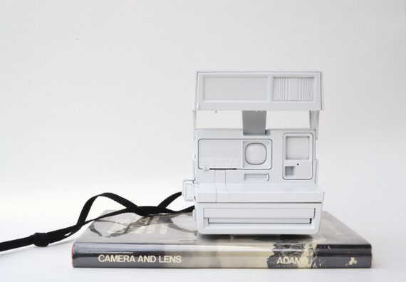 Polaroid camera : vintage love to modern art